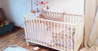 Voilà ce qui arrive quand vous mettez un oignon sous le lit de votre bébé