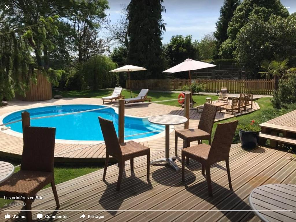 Abris en bois, deck de piscine bois réalisation sur mesure par Naturellement Bois - Essonne - 91 / Seine et Marne - 77