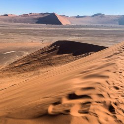 Sossusvlei-in-the-Namib-Desert-(1)