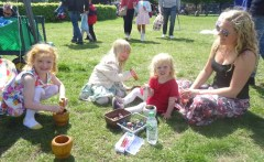 Forest School Nature Vibezzz making perfume free childen activity Lambeth London
