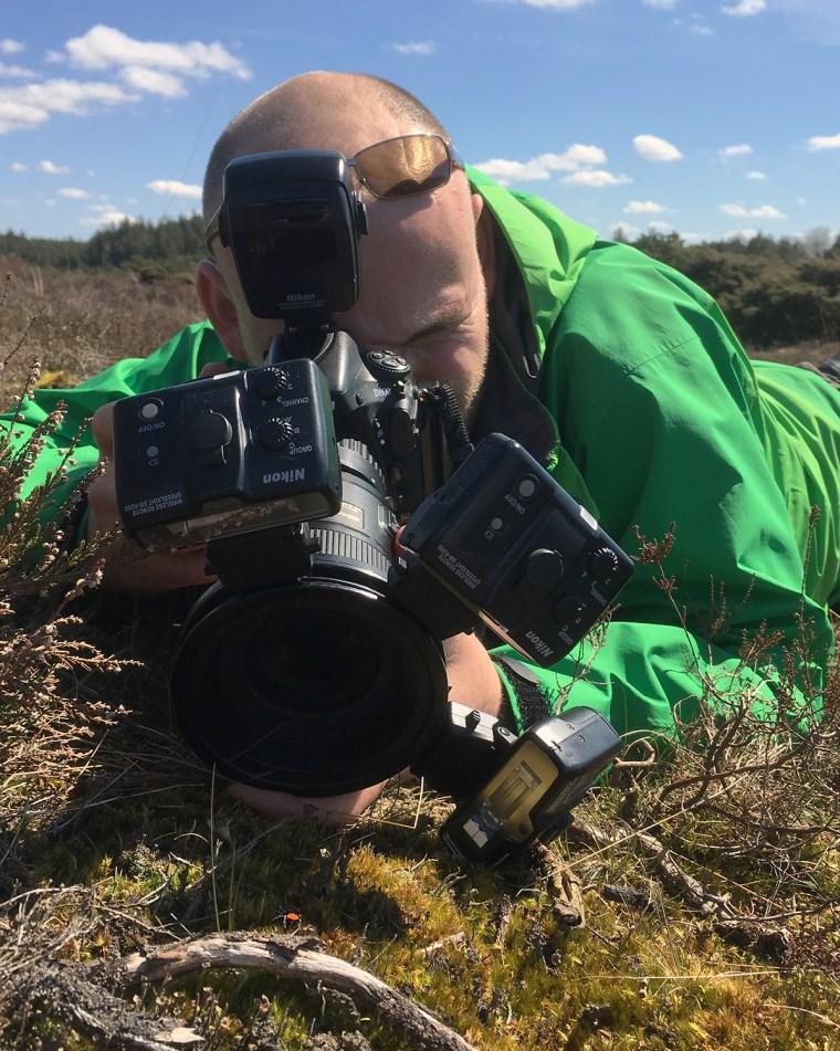 Naturfotograf Mikkel Jezequel fotograferer mariehøneedderkoppen