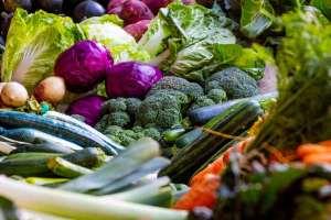 Vitamin B2 Riboflavin ist in Fleisch, Milch und Milchprodukten sowie in Gemüse wie Brokkoli reichlich enthalten.