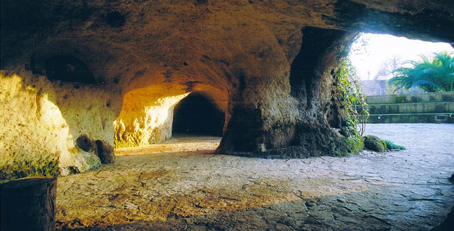 Suncave Gardens - Grotte etrusche