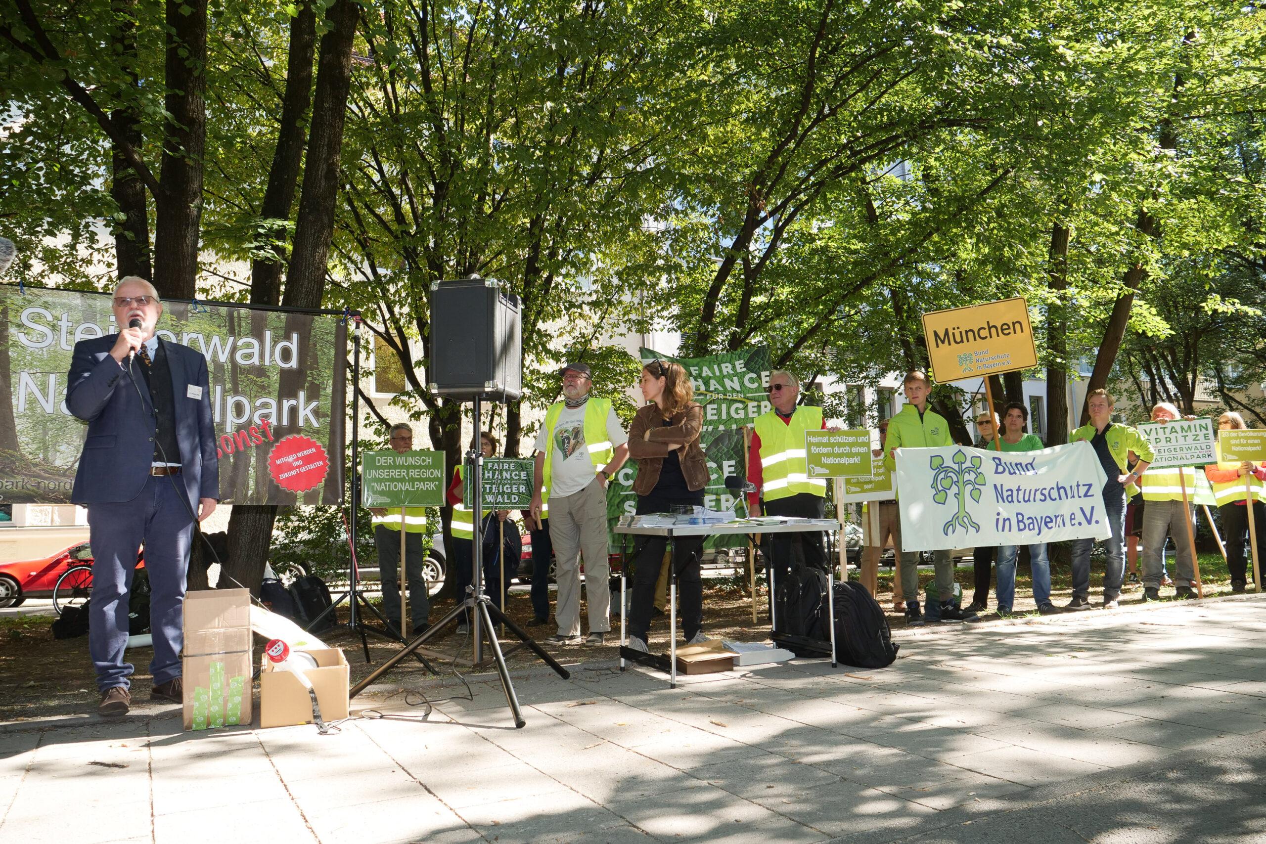 Steigerwald jetzt schützen – Kundgebung vor Staatskanzlei
