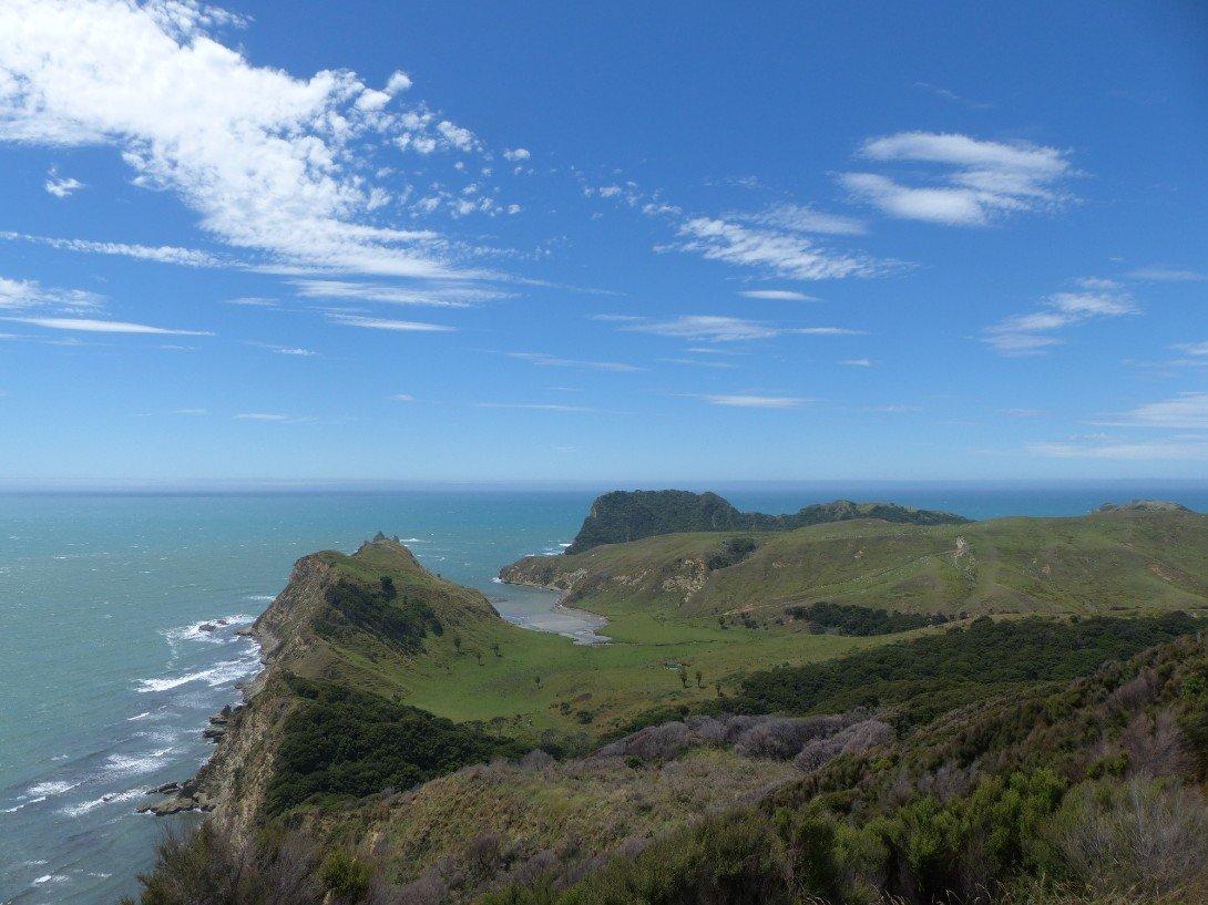 Am East Cape – wo wir vergeblich die ersten Sonnenstrahlen des Tages ...