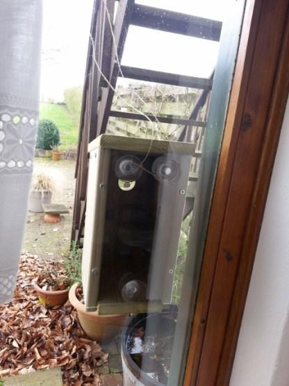Raam-Nestkast van binnenuit met beveiligingstouw