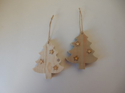 Kerstboomhanger van Steigerhout met houten sterretjes en touwtje