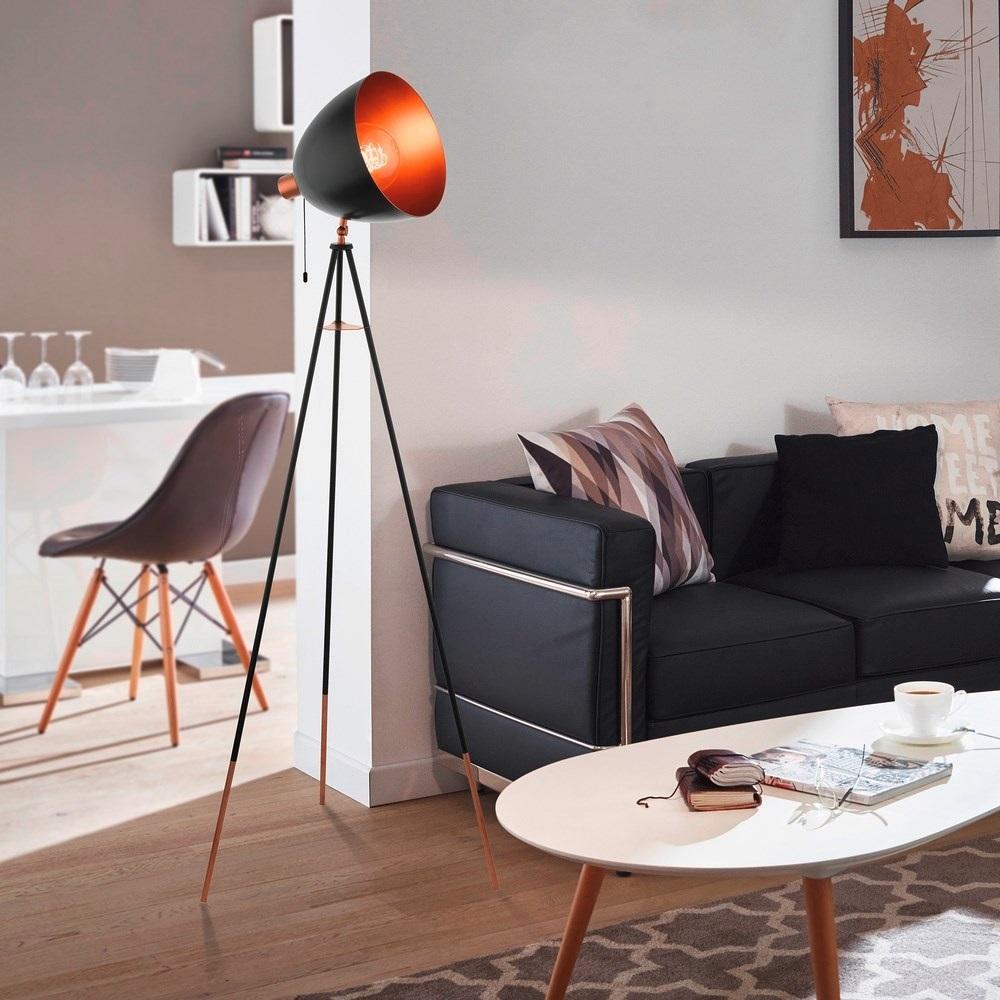 Mooie staande vintage vloerlampen voor in de woonkamer