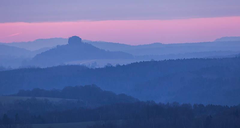 Nog voor zonsopkomst verdwijnen de opklaringen achter de horizon.
