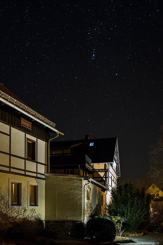 En toen was het helder en vooral erg donker. Zonde om niet even wat foto's van de sterrenhemel boven het pension te maken.