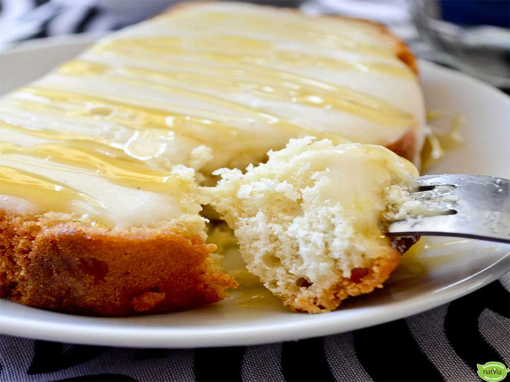 BUTTER POUND CAKE WITH VANILLA FROSTING