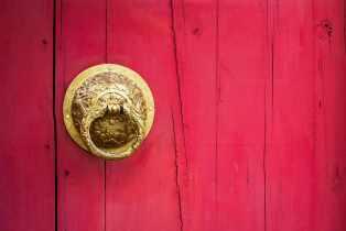 Червена врата