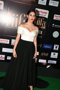 amyra dastur hot at iifa awards 2017 MGK_16400026