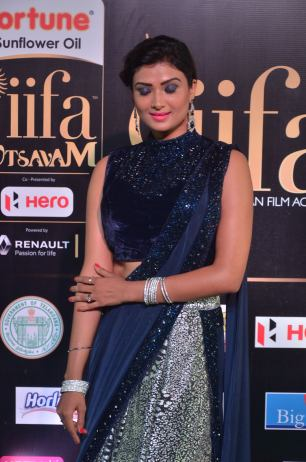 ishitha vyas hot at iifa awards 2017DSC_00790027