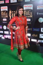 mannara chopra hot at iifa awards 2017 DSC_18680919