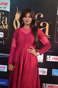 monal gajjar hot at iifa awards 2017DSC_83210018