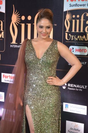 nikesha patel hot at iifa awards 201711