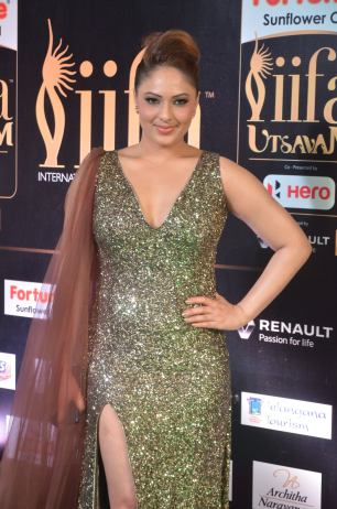 nikesha patel hot at iifa awards 201713