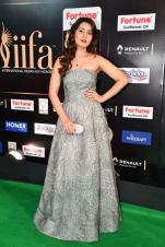 RASHI KHANNA hot at iifa awards 2017HAR_60970067