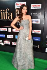 RASHI KHANNA hot at iifa awards 2017HAR_61010063
