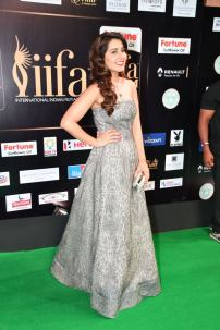 RASHI KHANNA hot at iifa awards 2017HAR_61100054
