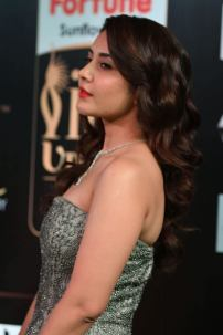 RASHI KHANNA hot at iifa awards 2017MGK_17440020