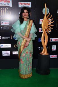 samantha hot at iifa awards 2017HAR_60860054