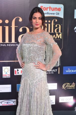 sonal chauhan hot at iifa awards 201711