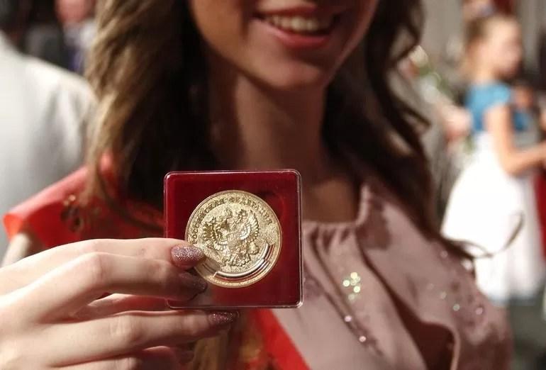 Paano makakuha ng gintong medalya sa paaralan