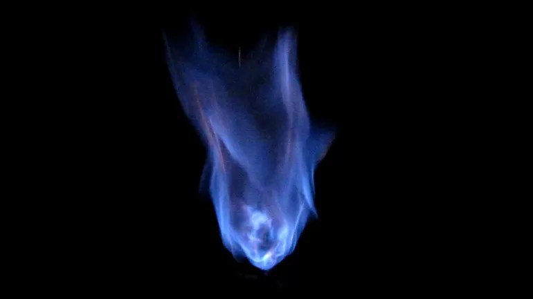 Метан горит синим пламенем