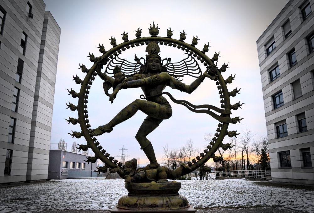 La danza cósmica del CERN - Naukas