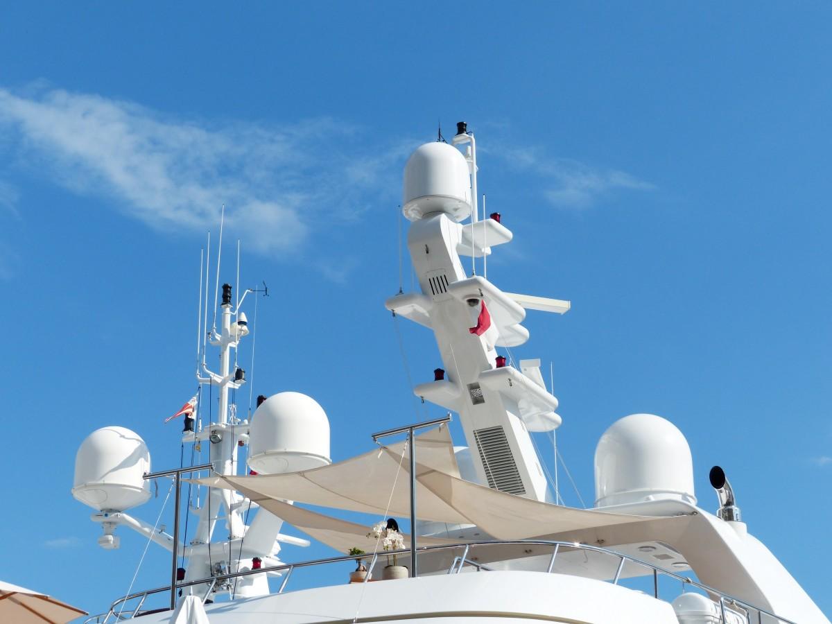 L'emplacement de l'éolienne doit être choisi en fonction des équipements à bord