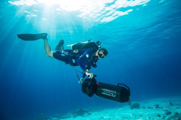 scooters sous-marins en plongée