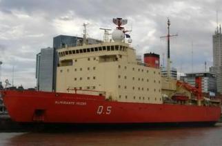 El rompehielos Almirante Irízar realiza una navegación de prueba