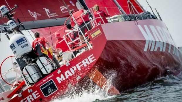 El «Mapfre», otra vez en el agua