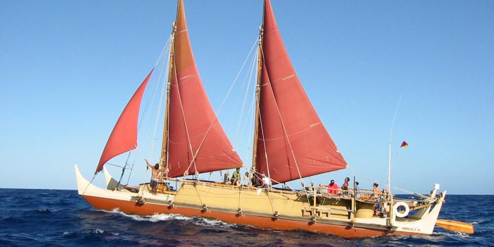Hókúle'a , una canoa de doble casco regresa a Hawai