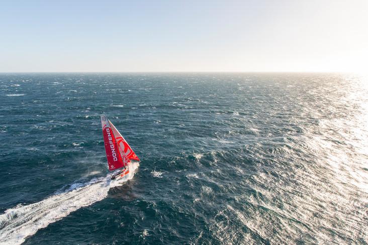 La Volvo Ocean Race cruza el Ecuador
