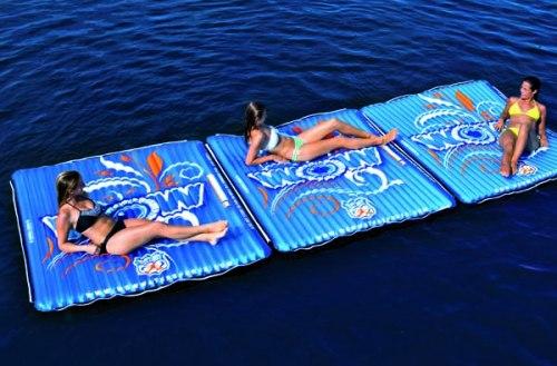 Colchón flotante como pasarela entre dos embarcaciones