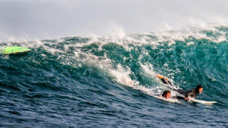 Surfista argentino luchó contra un tiburón y se salvó