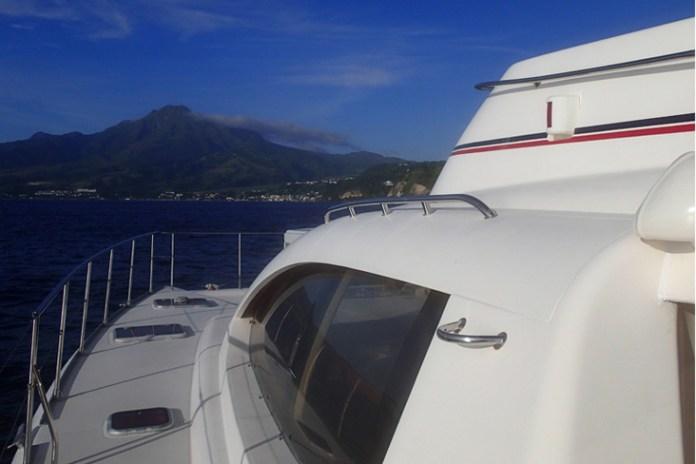 El catamaran a motor contamina menos que un velero.