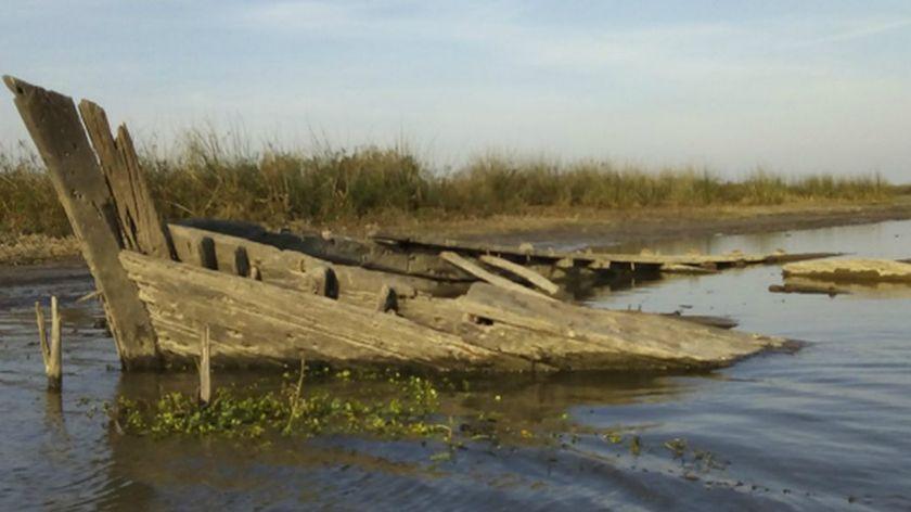 La bajante del río Paraná deja al descubierto un buque de 1921
