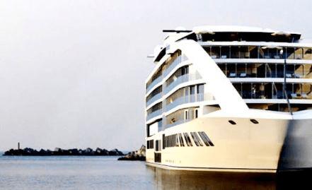 barco hotel en el río Paraná