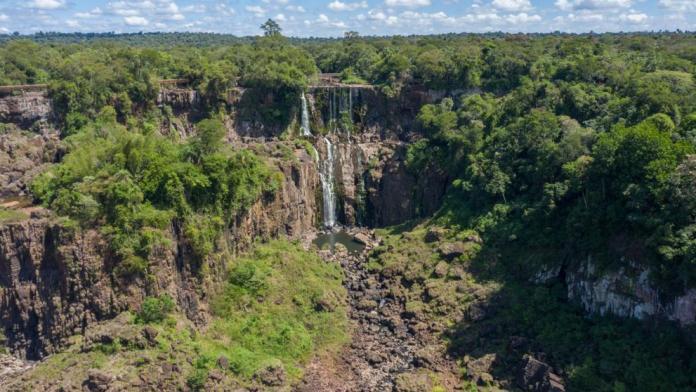 Cataratas del Iguazú sin agua.
