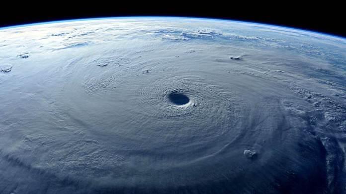 huracán, ciclón, tifón.