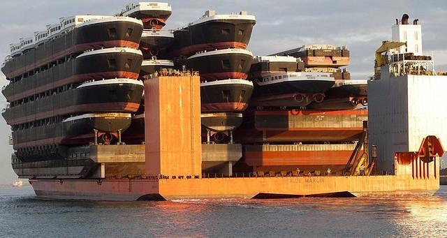 El barco que transporta barcos