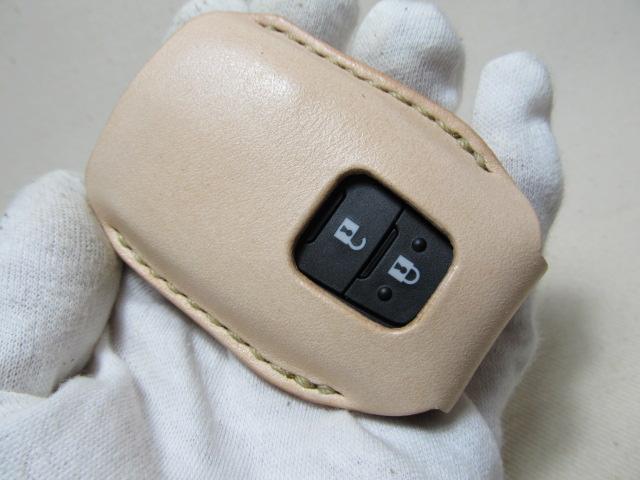 C-HRスマートキーケースヌメ革