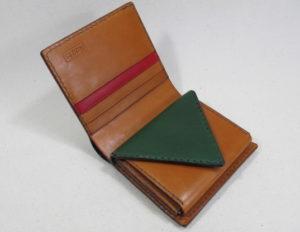 三角二つ折り財布