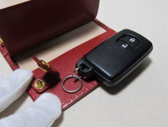 スマートキー収納3連キーケースヌメ赤