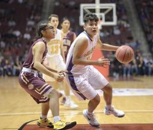 Navajo Times | Donovan Quintero Yellow Jacket Corey Endfield, right, takes the ball by Winslow Bulldog Theron Olney on Monday in Glendale, Ariz.