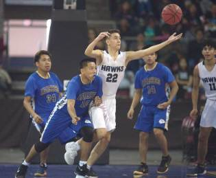 Navajo Times | Donovan Quintero Fort Thomas Apache Malachi Rogers (10) and a Gregory School Hawk player go after the loose ball Saturday.